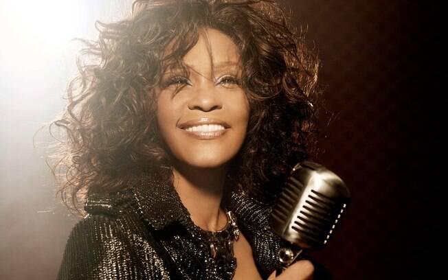 Whitney Houston deixou um legado inesquecível quando morreu em 2012. Nesta quinta (09), estaria completando 54 anos