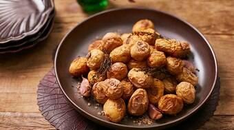 Batata assada no sal grosso: é uma delícia!