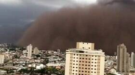 Tempestade de areia invade cidade no interior de SP
