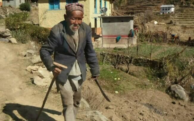Hoje idoso, Dhan Gole, é o último sobrevivente dos carregadores