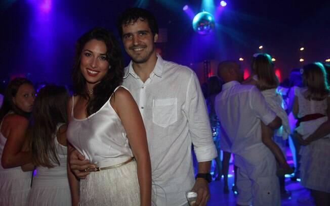 Giselle Itié aproveitou a noite com o namorado Rodrigo Gimenes