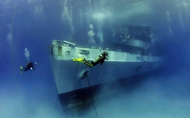 Os turistas podem mergulhar próximo ao naufrágio do barco Kittiwake