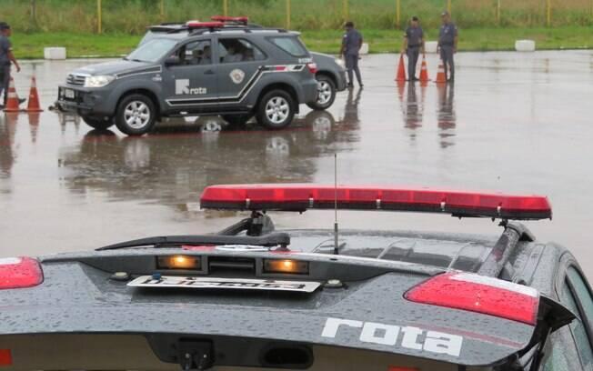 Início do curso sob chuva, com pista muito escorregadia. Para os Policiais de ROTA, quanto pior melhor!