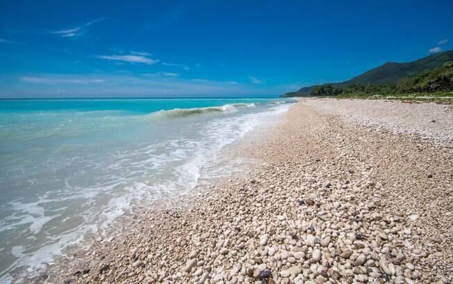 Praia Bahoruco fica ao sul da República Dominicana e encanta diversos tipos de turistas