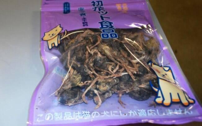 Alfândega encontrou um saco cheio de pássaros mortos na bagagem de homem que vinha da China