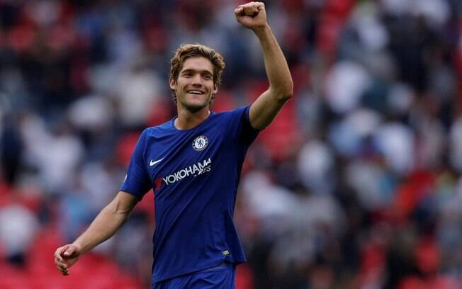Marcos Alonso foi o grande nome do Chelsea no duelo diante do Tottenham
