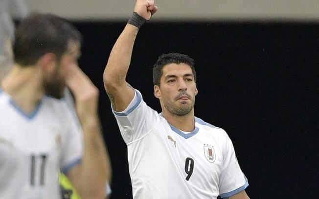 Suárez marcou um dos gols da vitória uruguaia