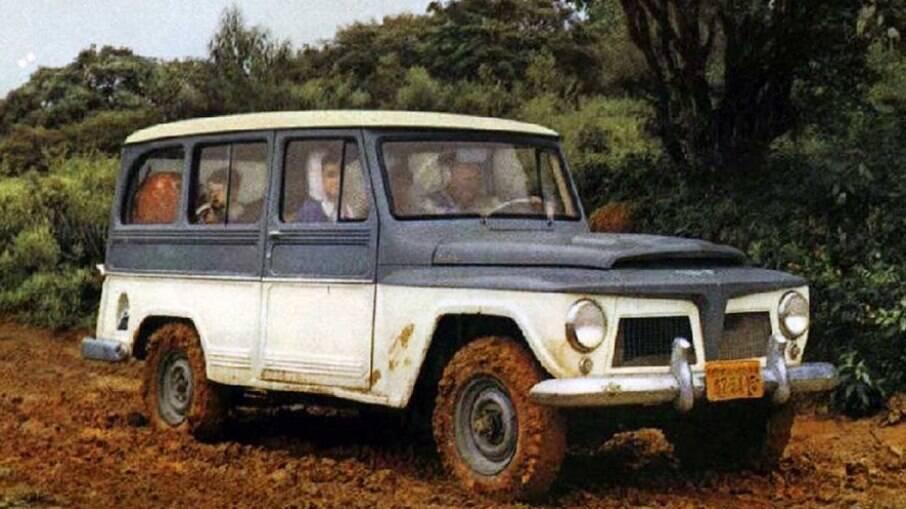 Rural Willys era valente e topava qualquer parada. Um SUV raiz, com tração integral e boa distância livre do solo