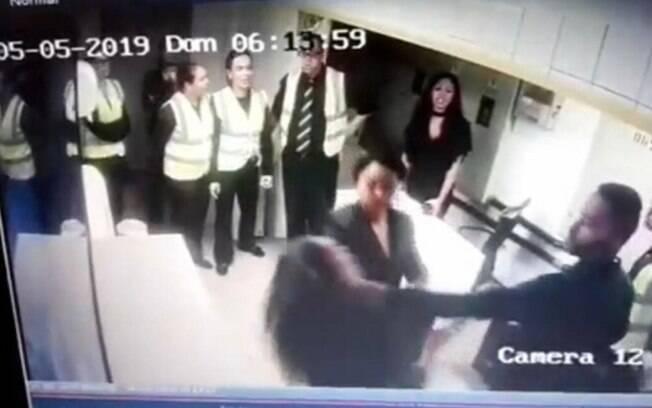 Imagens flagraram momento exato em que mulher é agredida por seguranças no Villa Mix de São Paulo