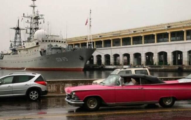 O navio espião russo Viktor Leonov chegou sem ser anunciado oficialmente por Cuba
