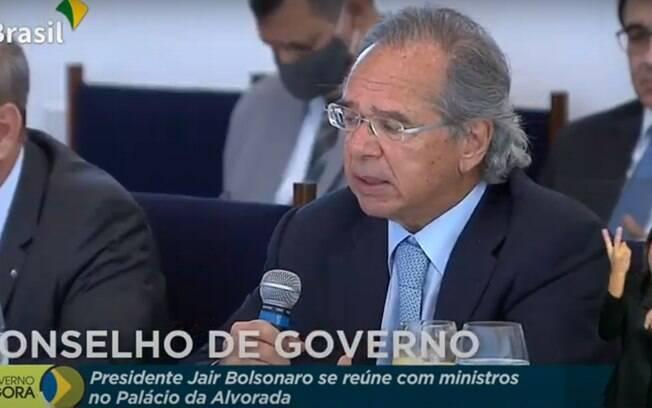 Guedes confirma prorrogação de redução de salário e suspensão do contrato