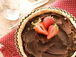 Vídeo: fácil de fazer, essa torta de chocolate torna qualquer lanchinho especial