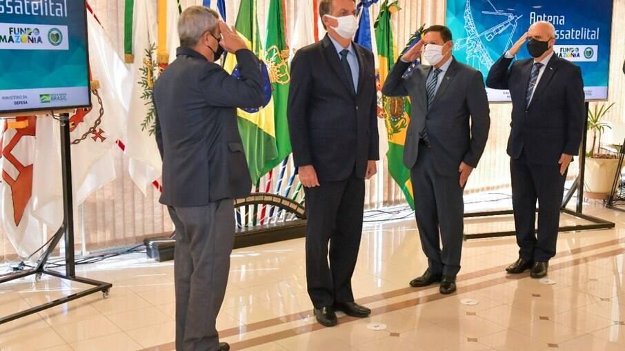 Bolsonaro e ministros militares