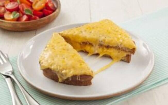 O queijo gouda pode ser utilizado em sanduíches e tábuas de frios