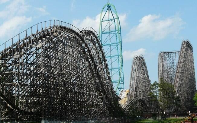El Toro é outra montanha-russa de madeira do parque de diversões Six Flags, mas da unidade Great Adventure