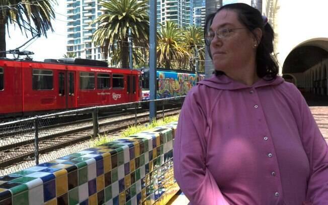 Carol Santa Fe afirma ser casada com estação de trem da Califórnia