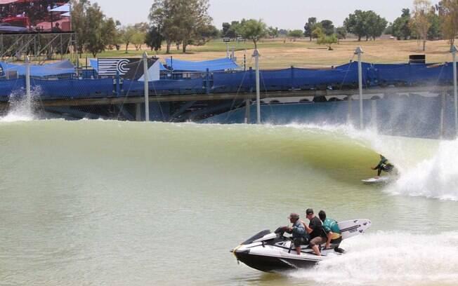WSL quer construir piscina de ondas de Kelly Slater no Brasil. Campinas é favorita para receber o projeto