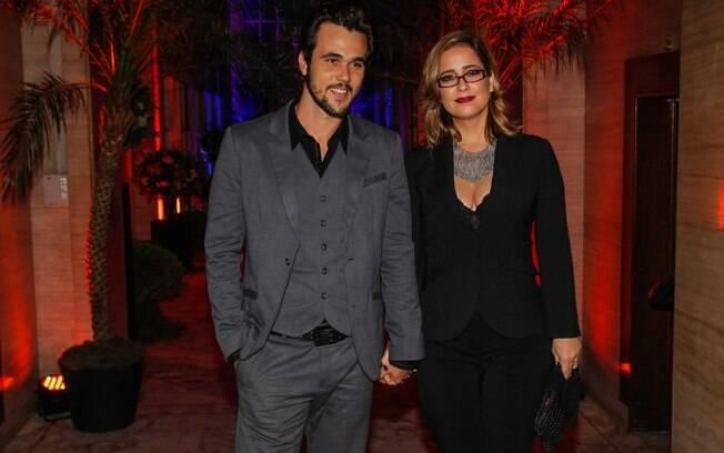 Paloma Duarte acompanha Bruno Ferrari ao lançamento da novela 'Vitória'