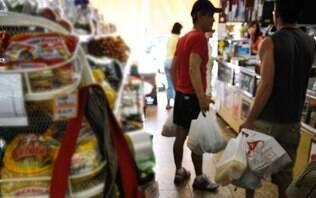Lei que proíbe sacolas plásticas no Rio começa a valer nesta quarta-feira