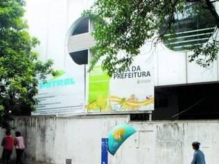 Fechado. Restaurante Popular deixou de atender 4.000 pessoas por dia e segue bloqueado por tapumes