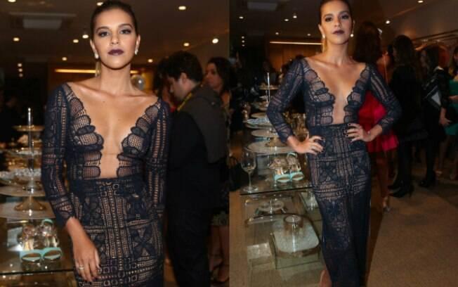 Mariana Rios aparece com decote generoso em evento de moda