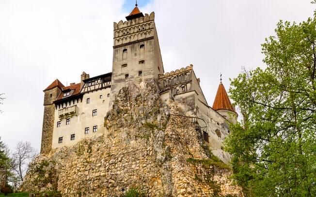 O castelo do vampiro mais famoso de todos os tempos, Conde Drácula, é uma opção de passeio para os fãs dos dentes afiados