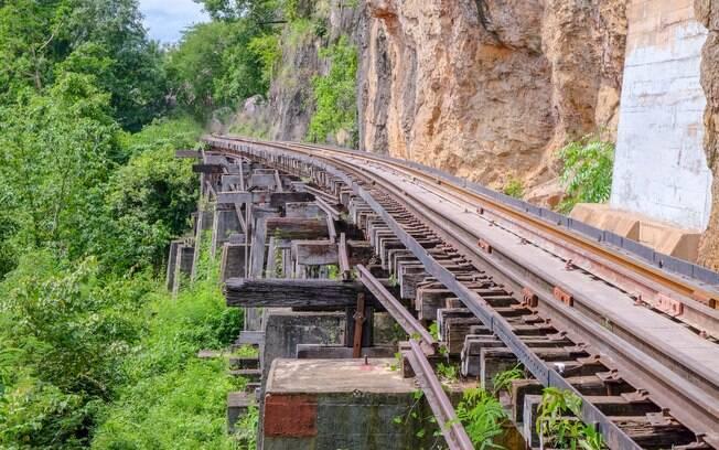 A Ferrovia da Birmânia matou quase 100 mil pessoas durante sua construção e ganhou a fama de mortífera