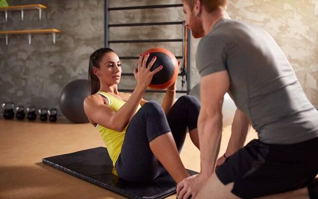 É essencial fortalecer a musculatura antes de correr na esteira, em especial a região das costas e abdômen