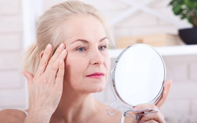 Alguns truques de beleza e cuidados com seu bem-estar podem te ajudar a manter a aparência mais jovem