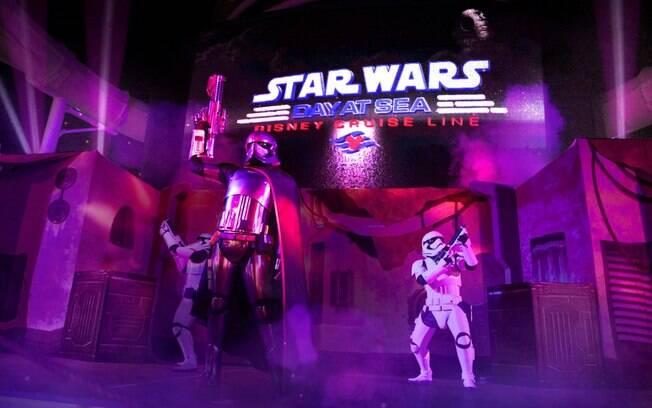 Seguindo a linha do Marvel Day at Sea, acontece nos navios da Disney Cruise Line o Star Wars Day at Sea
