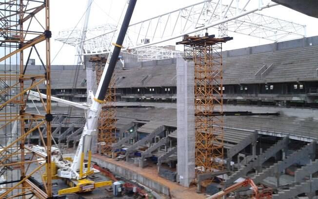 """Com 66% de conclusão, nova arena do Palmeiras  já ganha """"cara de estádio"""" e tem  camarote decorado"""