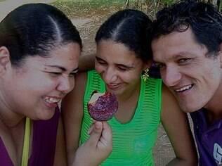 O 'trisal' Juliana, Joviano e Daiane vive junto há dois anos; apaixonados, compartilham experiências sobre o