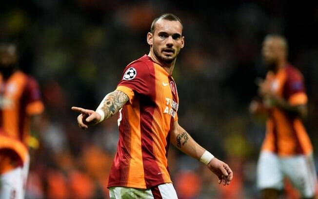 Sneijder quando ainda atuava, bem mais em forma