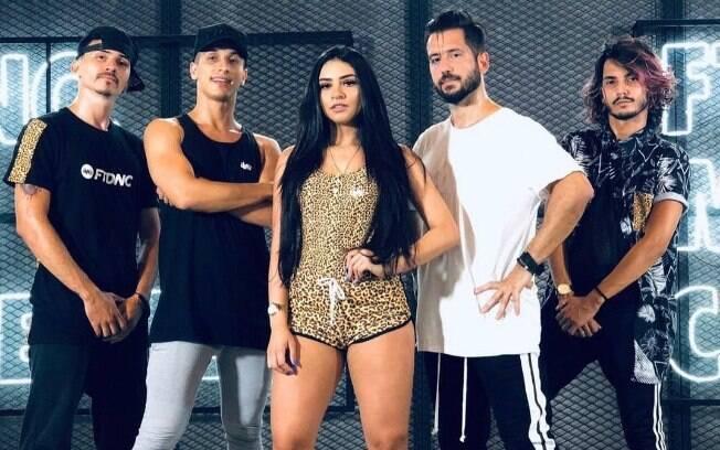O FitDance monta coreografias das músicas de sucesso do momento e os vídeos fazem muito sucesso no Youtube
