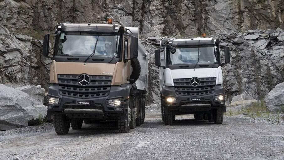 Mercedes-Benz Arocs 8x4 vem com motor de 13 litros de cilindrada  que rende 510 cv e brutais 244,7 kgfm de torque