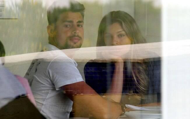 Grazi Massafera e Cauã Reymond almoçam em restaurante neste sábado (03), em shopping na Barra da Tijuca, no Rio de Janeiro