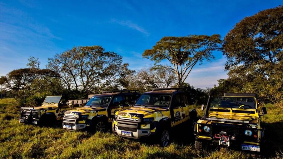 Os modelos Defender em ação no Pantanal.