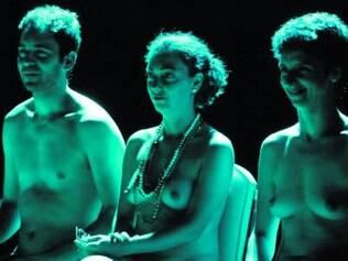 "Confira! Espanca! e Grupo XIX voltam a apresentar ""Marcha para Zenturo"" (à esquerda)"