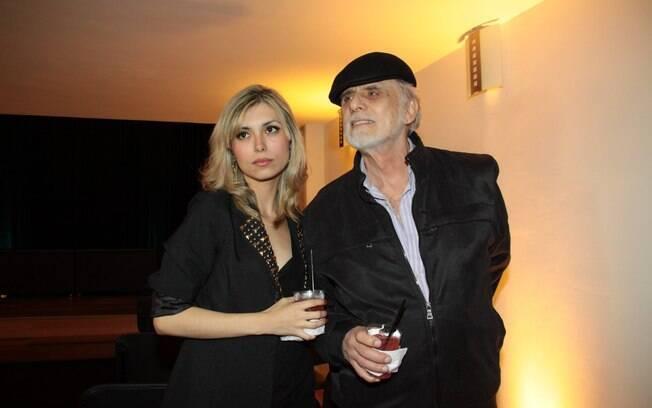 Francisco Cuoco com a nova namorada Thais Rodrigues