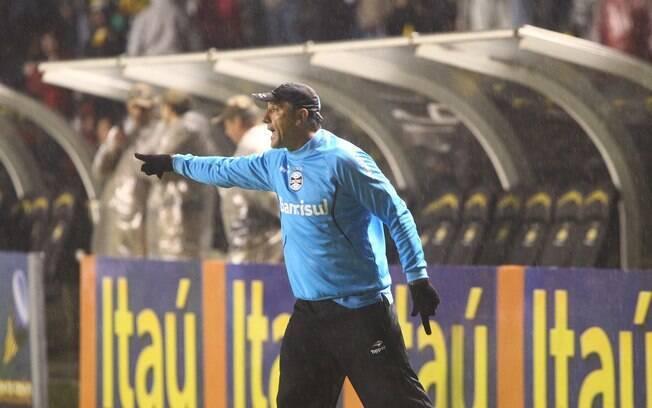 O técnico Renato Gaúcho ficou irritado com a  expulsão do chileno Vargas