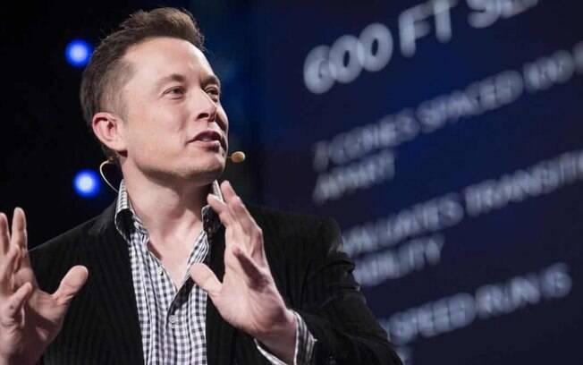 Elon Musk diz que tentou vender Tesla à Apple