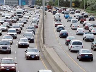Carros que dispensam motoristas passarão por testes a partir de 2015.
