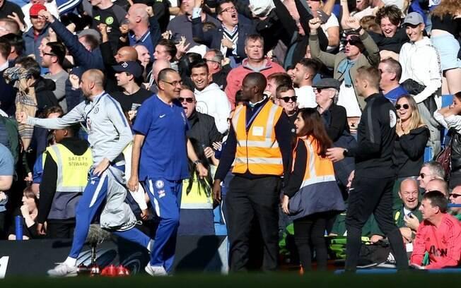 Federação Inglesa de Futebol pune assistente técnico do Chelsea por provocar Mourinho em jogo