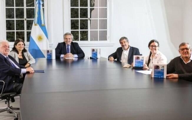 Presidente Alberto Fernández se reúne a ministros da Saúde e da Ciência e Tecnologia para anunciar criação de teste rápido para Covid-19