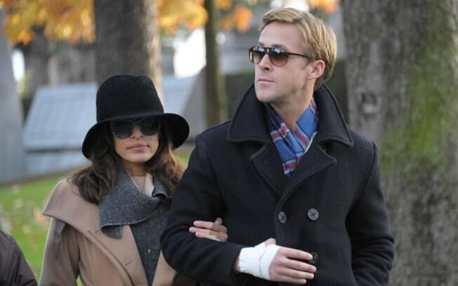 Ryan Gosling e Eva Mendes curtem passeio romântico em cemitério de Paris