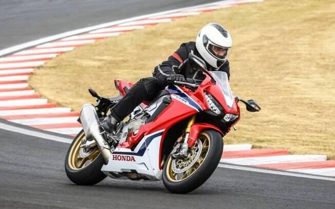 A Honda CBR 1000RR Fireblade SP em ação no circuito Velo Cittá. Foto: Divulgação