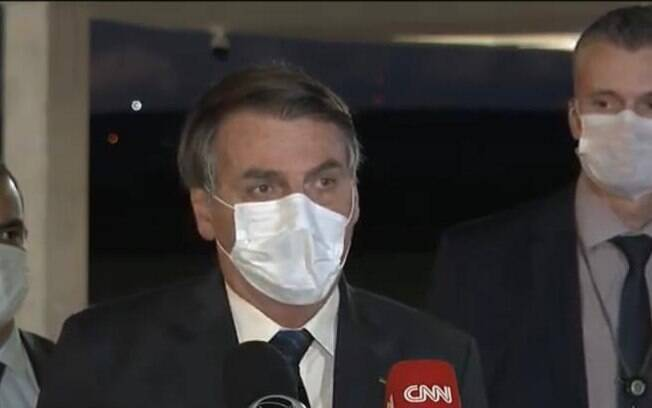 Presidente Jair Bolsonaro em coletiva nesta segunda (11)