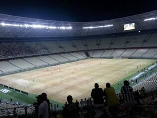 Gramado da Arena Castelão ficou castigado após show de Elton John