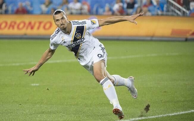 Zlatan Ibrahimovic comemora gol pelo Los Angeles Galaxy
