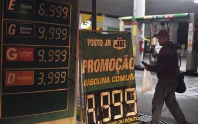 Enquanto alguns postos estão vendendo gasolina por R$ 10, outros estão vendendo por menos de R$ 3